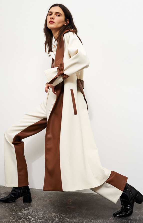 CREAM-COLOURED FABRIC AND BROWN FAUX LEATHER TRENCH COAT