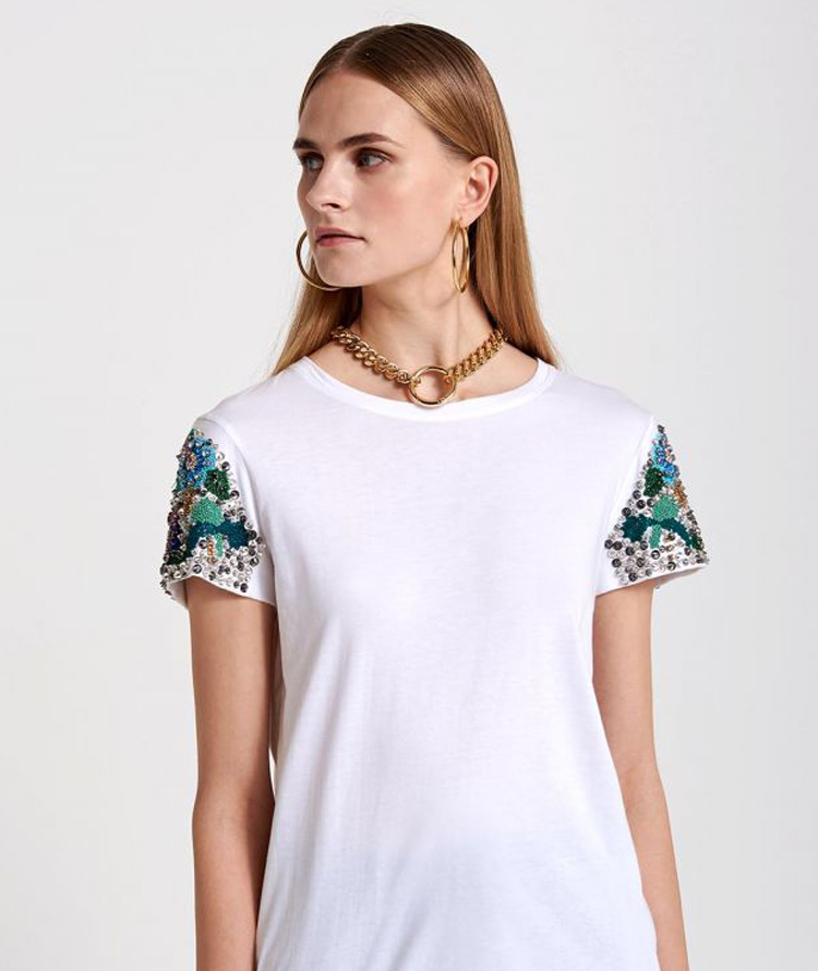 WHITE T-SHIRT WITH EMBROIDERIES ON SLEEVES