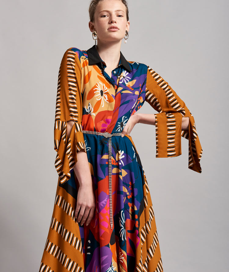 MID-LENGTH DRESS WITH LEATHER-COLOURED SCARF PRINT